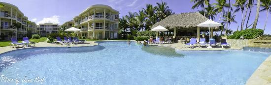 Cabarete East Beachfront Resort: Panorama of Pool area