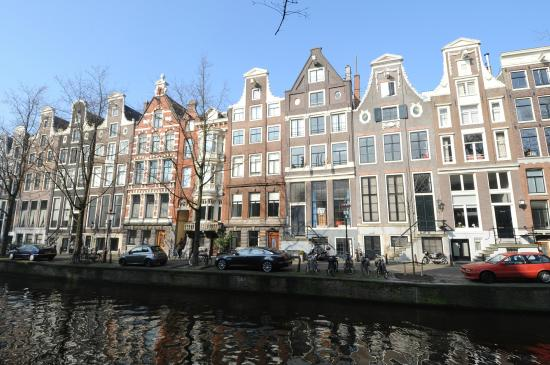 De Leydsche Hof: hotel facing the canal