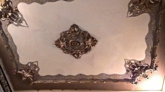 Bed & Art Hostel: Camera- soffitto