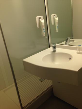 Ibis Budget Paris Porte de Pantin : Salle de bain - wc