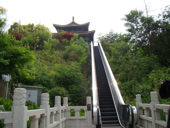 Yuejiang Tower : Rolltreppe zur Tempelanlage