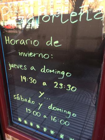Pizza Portena: Tienen un horario de invierno para 2014/15.They have different opening days and times for Winter