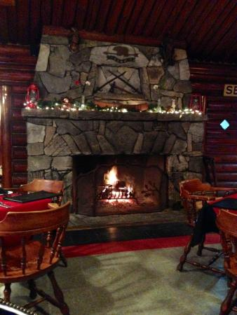 Caldwell House Restaurant: Roaring fireplace. Don't see this often.