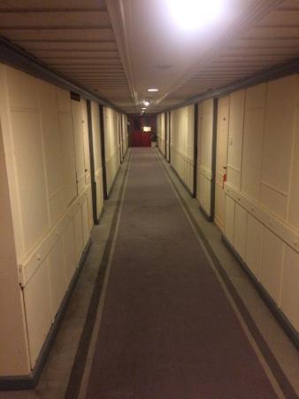 Pearl Hotel: dannyyyy... 9th floor corridor