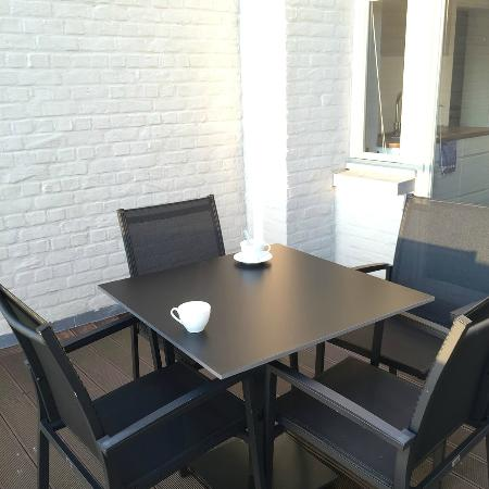 Inn Brugas: Terrace outside the communal kitchen