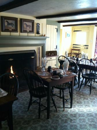 Chimney Hill Estate & Ol' Barn Inn: Dining room