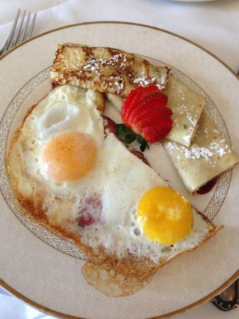 Vienna Historic Inn and Restaurant: Crepes and Eggs