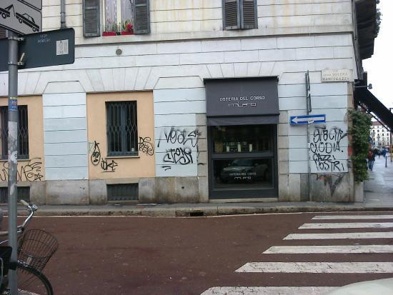 Osteria del Corso : tag vandaliche vecchie e recenti