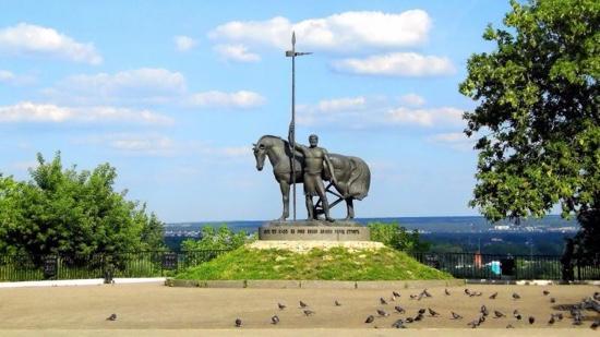 Penza, รัสเซีย: памятник первопоселенцу