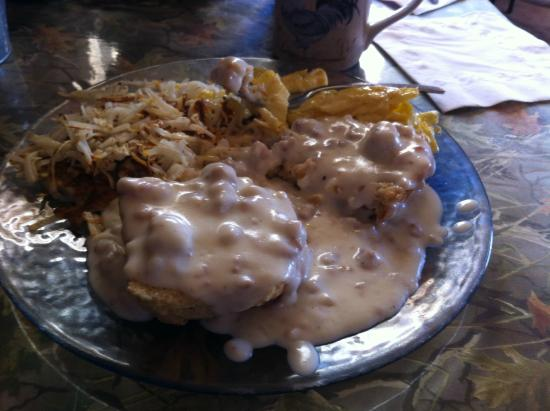 Ike's Cook Shack : Half order of biscuits and gravy