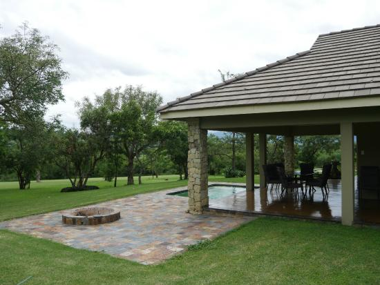 Nkonyeni Lodge & Golf Estate Hotel: Outside the House