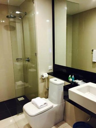 borneo vista suites hotel toilet bathroom