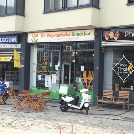 buitenkant terras picture of de vegetarische snackbar the hague tripadvisor