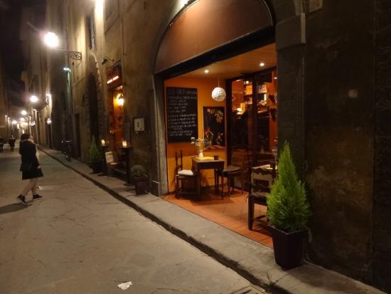Mangiafoco Cafe: вид с улицы