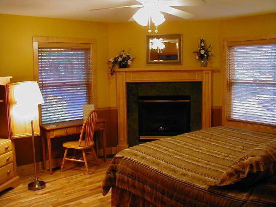 The Inn at Hickory Run: Each room has been hand crafted with different wood - Maple, Cherry, Birch, Oak