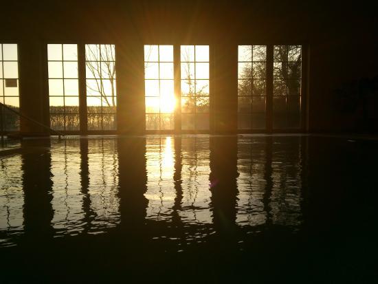 Wittenbeck, Allemagne : Schwimmhalle bei Sonnenaufgang