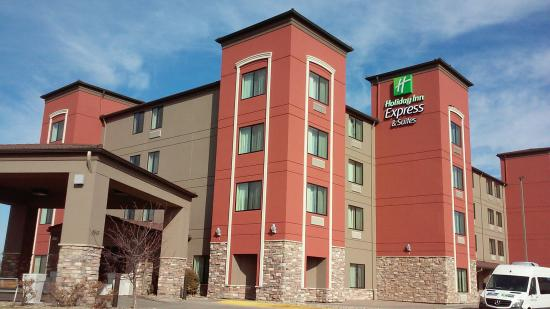 Best Western Plus Omaha Airport Inn: Closer view of new paint/color scheme.