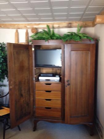 East Greenville, Pensilvanya: TVER closet & drawers next to bed