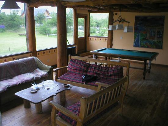 Hosteria Paralelo 41: Sala de estar con mesa de pool.