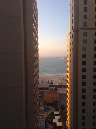 Suha Hotel Apartments by Mondo: Vista desde el balcón del living del hotel