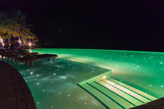 Kuredu: The Sangu pool at night