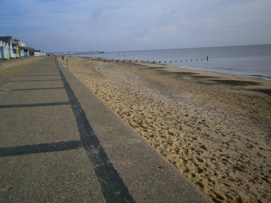 Avondale Guest House: southwold beach early morning