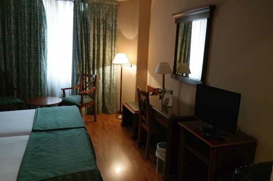 Zimmer Mit W Lan Und Led Tv Picture Of Hotel Rex Madrid Tripadvisor