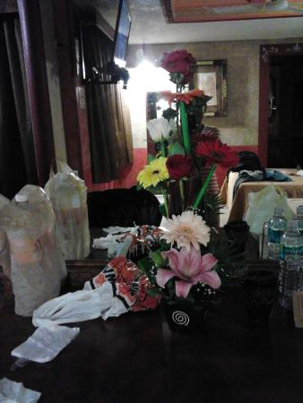 Posada Viena Hotel: Flowers in our Room