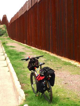 Nogales, AZ: Border near Kino Park