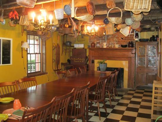 Inn at the Crossroads: Breakfast room