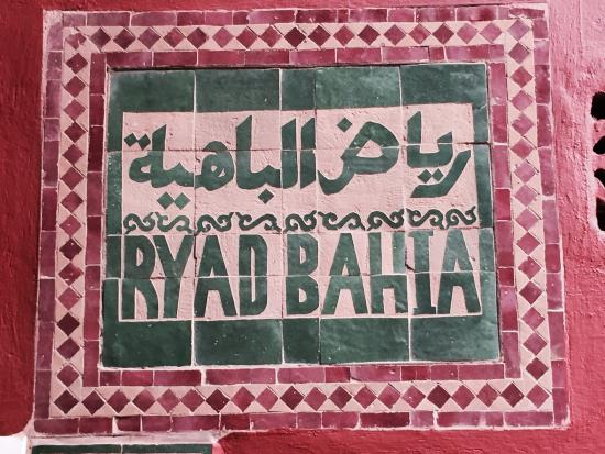 Ryad Bahia: Sign