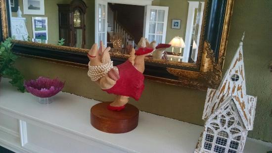 Brown Street Inn: My favorite Ms. Piggy.