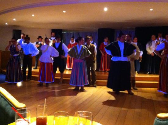 Enotel Lido Madeira: Madeiran dancing show