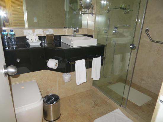 Bathroom heaven picture of oro verde guayaquil for Bathroom heaven