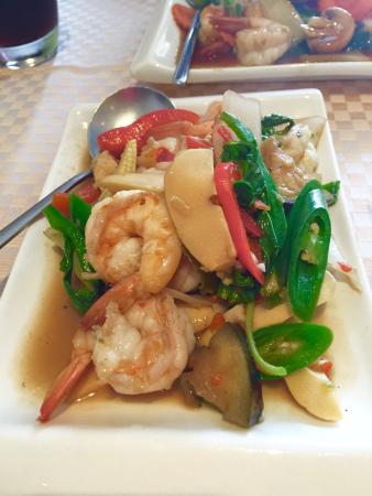 Hansa's Thai Kitchen: Pad Kee Mao (Drunken Stir Fry) - fresh and delicious