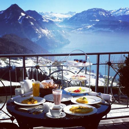 Hotel Villa Honegg: Breakfast with a view