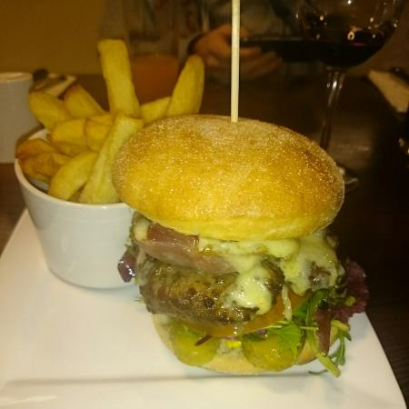 The Courthouse: Very tasty burger