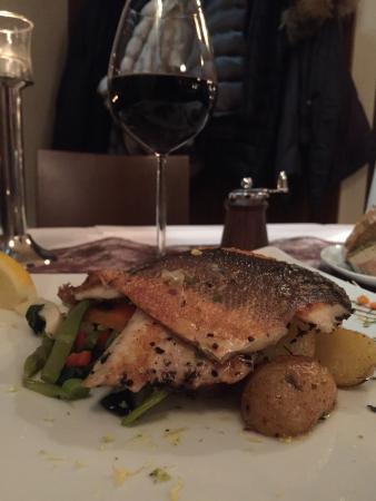 Ariston: Buen pescado, no muy condimentado.