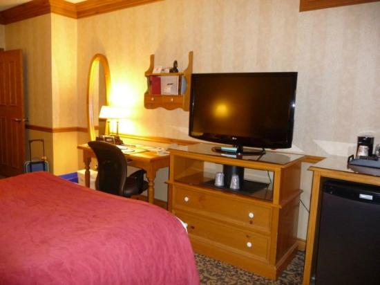 Best Western Parkway Inn & Conference Centre: Another Perspective of Room with 2 Queen Beds