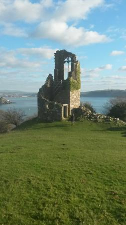 Mount Edgcumbe House and Country Park: Lovely folly with great views of Plymouth