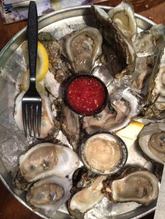 Bernie's Oyster House: Cold and delicious!