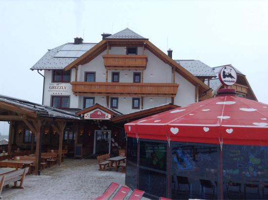 Grizzly Sport & Motorrad Resort: Hotel & bar