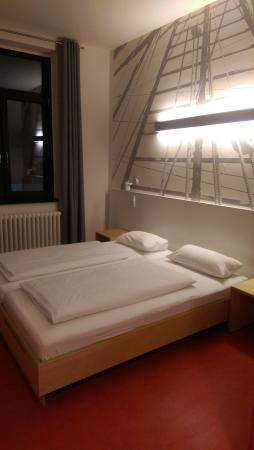 Havenhostel Bremerhaven: The bed in a double room