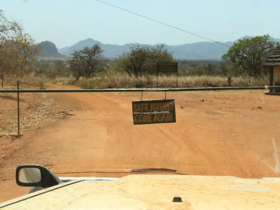 Nga'Moru Wilderness Camp : Entrance Kidepo Valley 2km from the camp