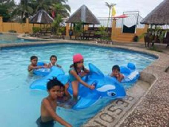Hindang, Filippinene: swimming for adults and kids
