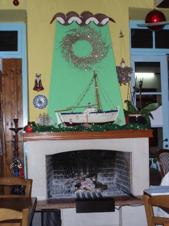 Taverna Porto: Our fireplace