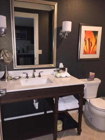 Majestic Inn and Spa: Bathroom