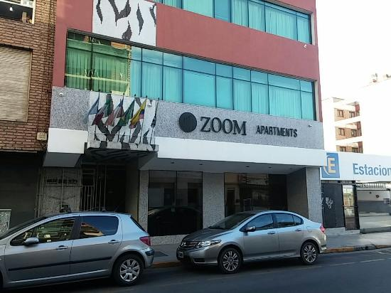 Zoom Apartments: Frente hotel