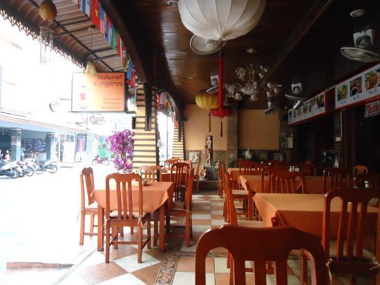 Gold Coast Inn: Вход он же кафе