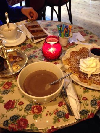 Old Chocolate Housse: Chocolat chaud, Gaufre, et pain d'épice => le ...